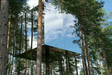 Mirror-Treehouse-(Sweden)